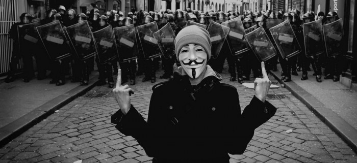 anonymous_guy_fawkes_v_for_vendetta_desktop_2560x1600_wallpaper-1082943-e1356579024985