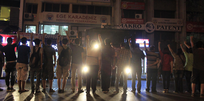izmirde-gozalti-ve-tutuklama-terorune-protesto-1