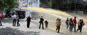 Police intervening to the funeral. Photo: Yılmaz Kızılırmak