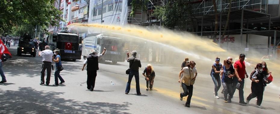 Kızılay'daki anmaya polis müdahalesi. Fotoğraf: Yılmaz Kızılırmak