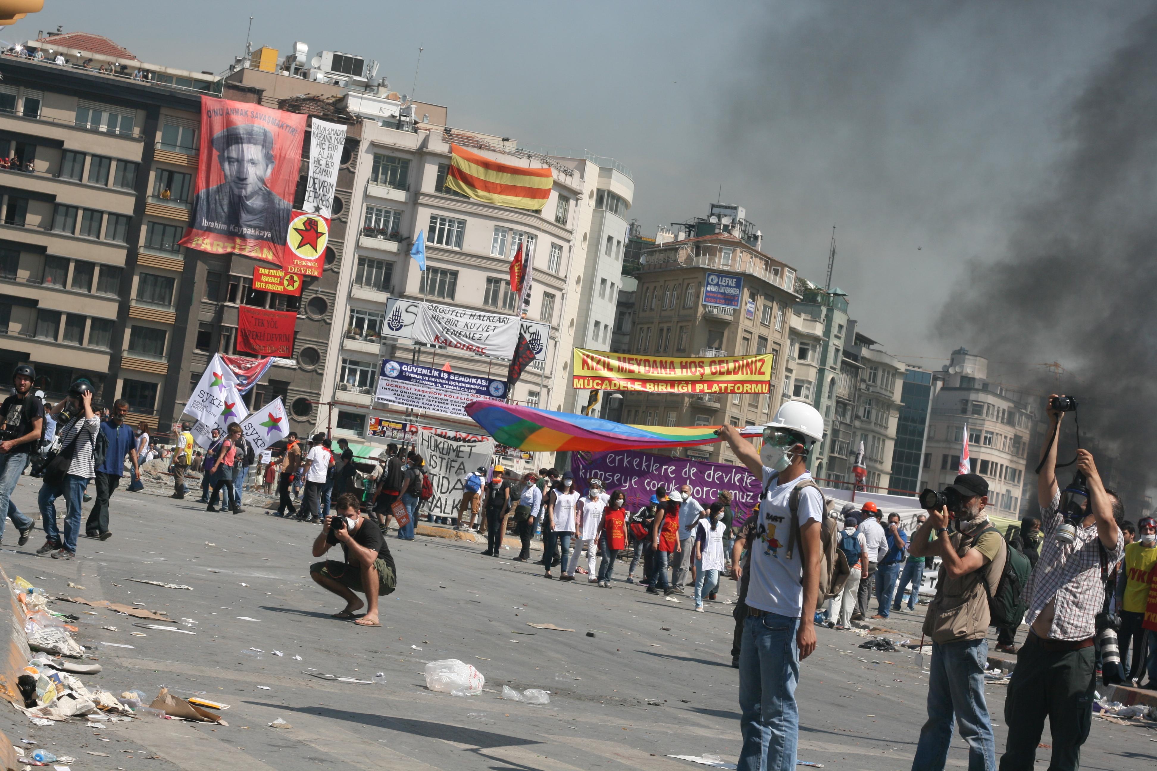 Taksim Meydanı direnişte