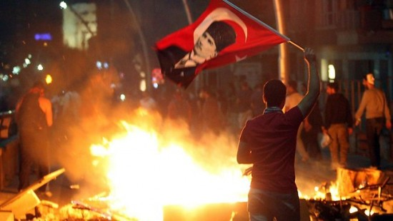 560853-turkey-protests-e1371653384816