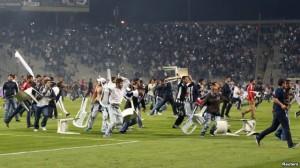 Geçen haftasonu İstanbul Atatürk Olimpiyat Stadı'ndaki Beşiktaş-Galatasaray derbisinde naylon sandalyeleri sahaya fırlatan Beşiktaş taraftarları