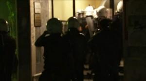 polis-apartmana-giriyor