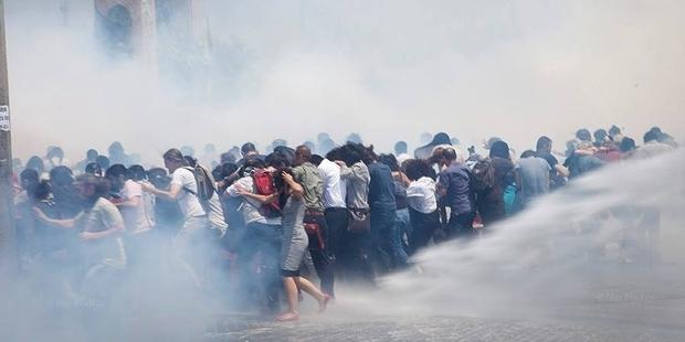 turkey-tear-gas 10.09.13 (1)