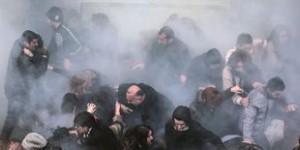 Dispersion de manifestants par l'usage de gaz lacrymogène, mercredi 12 mars à Istanbul. | EMRAH GUREL/AP
