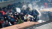 Mit aller Polizeigewalt: Zahlreiche Demonstranten erlitten Verletzungen Foto: Tolga Bozoglu/EPA/dpa-Bildfunk
